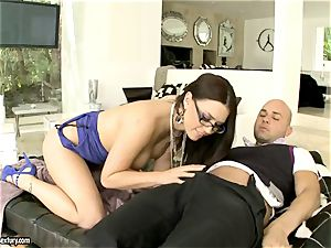 fuck-a-thon hotty Eva Angelina feeds her gullet with a yam-sized fuckstick and enjoys it