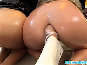 wild 3 lesbos going knuckle deep and pusslicking