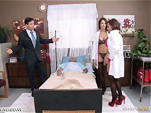 Kortney Kane & Madison Ivy - porn threeway in a medical center ward