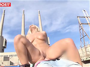 hot blondie Latina gets her anal fuck hole crammed outdoors