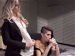 Cops Jessa Rhodes and Kendra James fuck prisoner Kayla Carrera