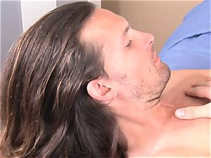 Alexis Capri jams a boy meat dick in her hatch and luvs it