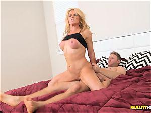 platinum-blonde sporty mummy Amanda Verhooks pussy nailed