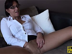 Spex mature bitch frigging her slit