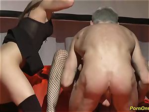 threeway penetrate hookup on public stage