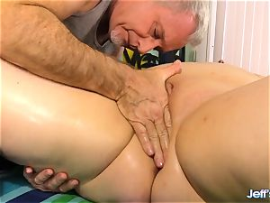 plus-size Nikky nastier satisfied by a masseur