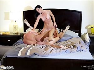 Veronica Avluv and India Summer - My dear hubby, you want to try my friend's cunny