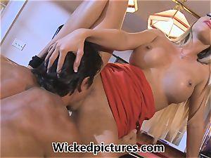 Samantha Saint picks up a boy at a bar for fucky-fucky