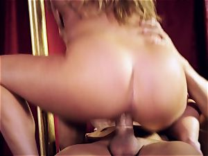 Carter Cruise plunges her hookup marionettes dangled man rod into her culo