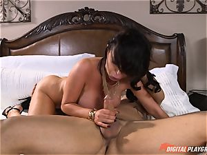 insatiable babe Nikki Benz gets a gigantic cumload on her hooters
