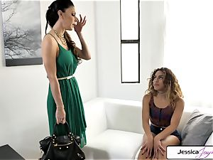 Jessica Jaymes and Liv Revamped plumb a ginormous man rod