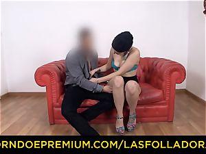 LAS FOLLADORAS - Spicy towheaded nymph face sitting perv