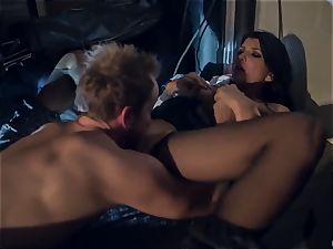 Horror fetish porn. The poor housewife Romi Rain was ambushed