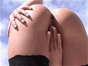 Nelly Sullivan ultra-cutie honey tonguing her finger