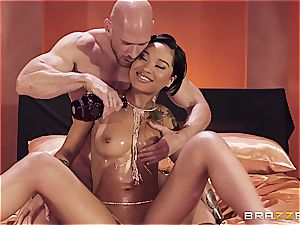 oiled up honey Gold gets banged like there's no tomorrow