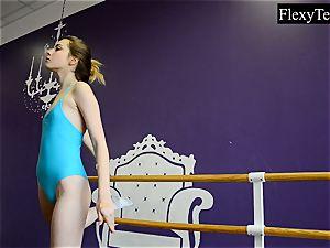 Fiatal damsel ballerina