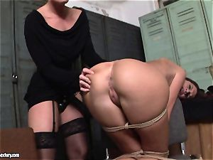 Kathia Nobili lets a warm girl deepthroat her cable on