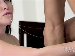 Girlsrimming Rimjob ease off - Poker soiree assfuck