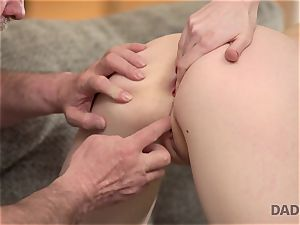 DADDY4K. romp of parent and young woman ends with sudden creampie