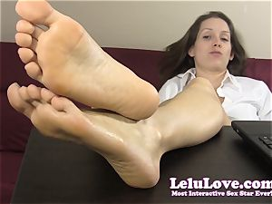 assistant taunts and taunts you with her nude soles