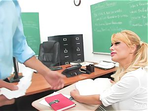 Bad student Shyla gets pulverized by her lecturer