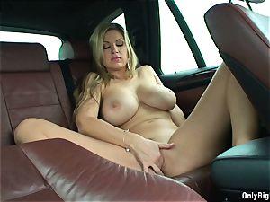 Carol Goldnerova loves Backseat fun