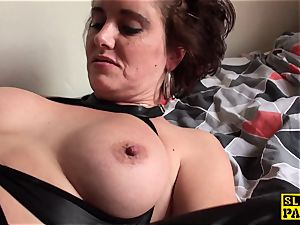 labia licked british mature frigs her vagina